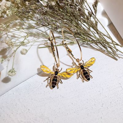 Cute Bee&Flower Hoop Earrings Mismatched Stud Earring