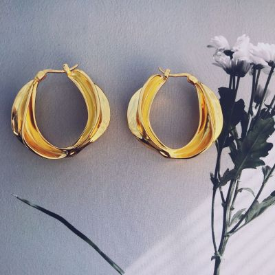 Vintage Large Twisted Fold Flowers Round Hoop Earrings